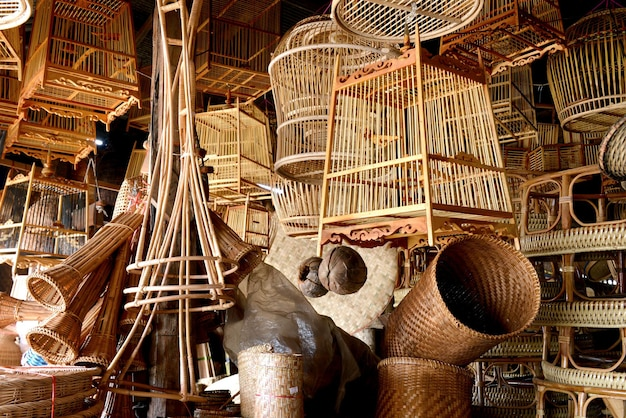 Cestaria de bambu natural feita à mão na tailândia