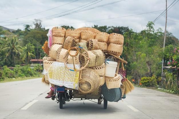 Cestas no carro, indonésia, ilha de java