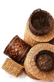 Cestos de cana de palha de vime vazios naturais