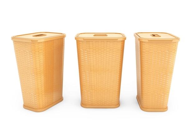 Cestos de roupa suja de bambu em um fundo branco