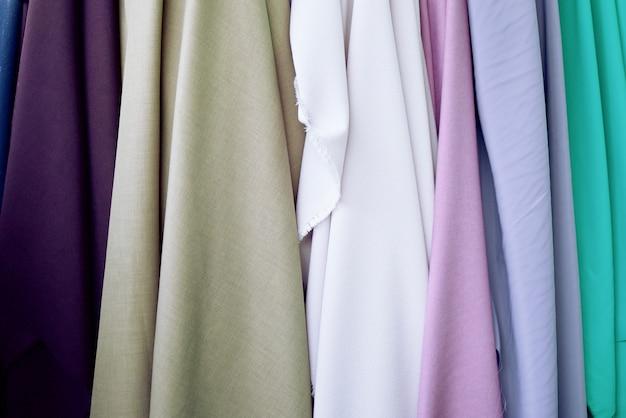 Cetim tem muitas cores