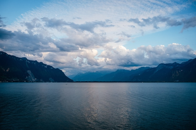 Céu acima do lago leman