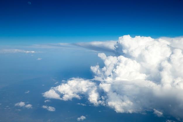 Céu aéreo e fundo de nuvens