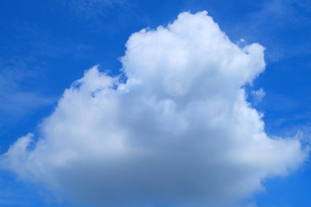 Céu azul, com, nuvens brancas, closeup