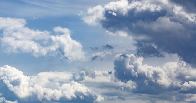Céu azul com nuvens, vista aérea