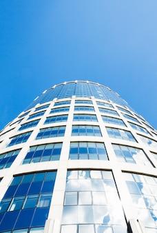 Céu azul e torre-2000. moscou, rússia