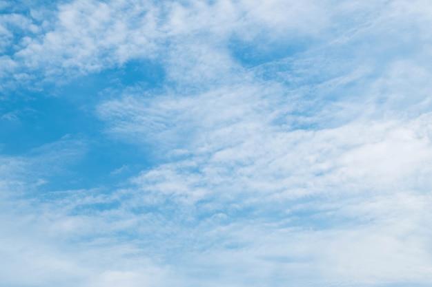 Céu azul em plano de fundo texturizado dia nublado