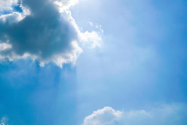 Céu claro com nuvens