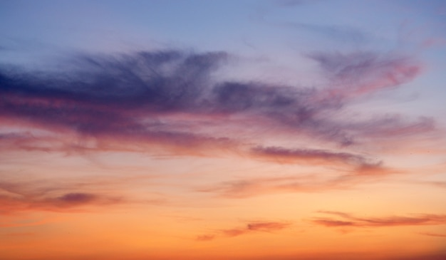Céu com nuvens, pôr do sol abstrato