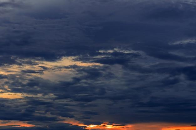 Céu da noite durante a estação das chuvas.