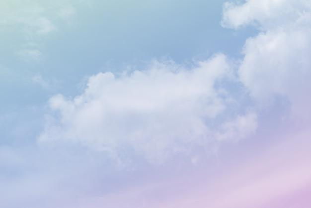Céu de nuvem com uma cor rosa
