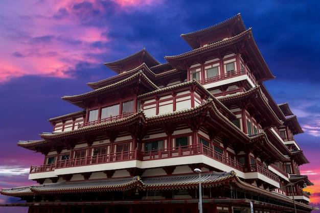 Céu do crepúsculo de chinatown à noite.