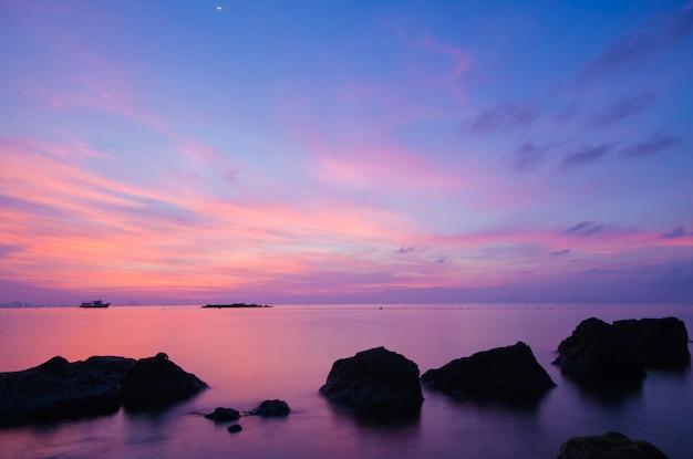 Céu do nascer do sol como pano de fundo