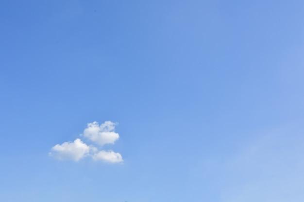 Céu e nuvens sol do dia