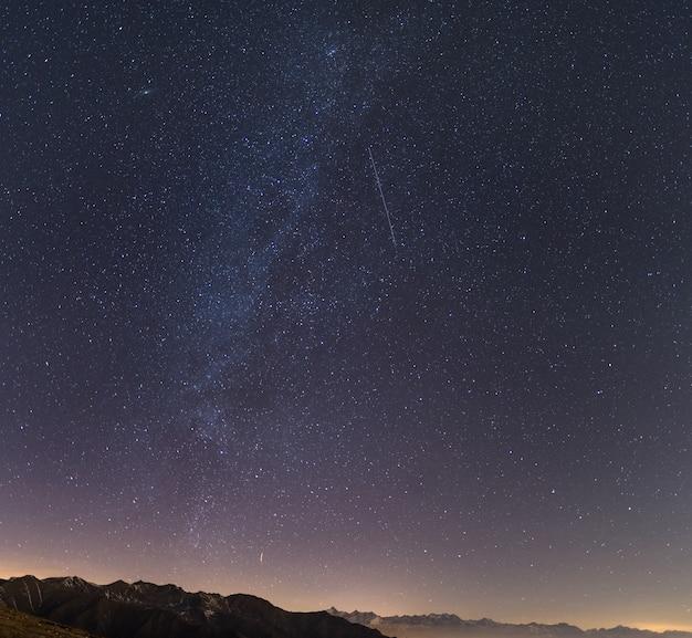 Céu estrelado dos alpes