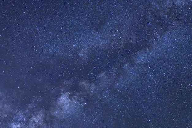 Céu estrelado e via láctea