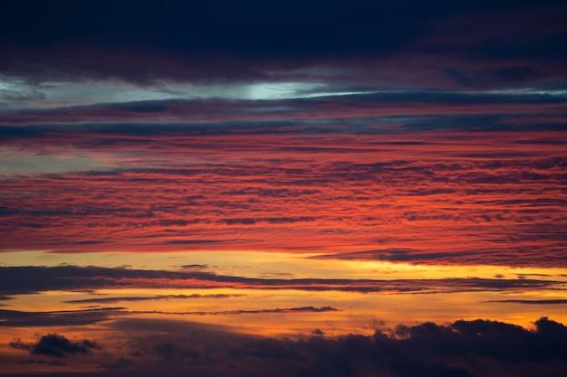 Céu noturno após a hora do pôr do sol
