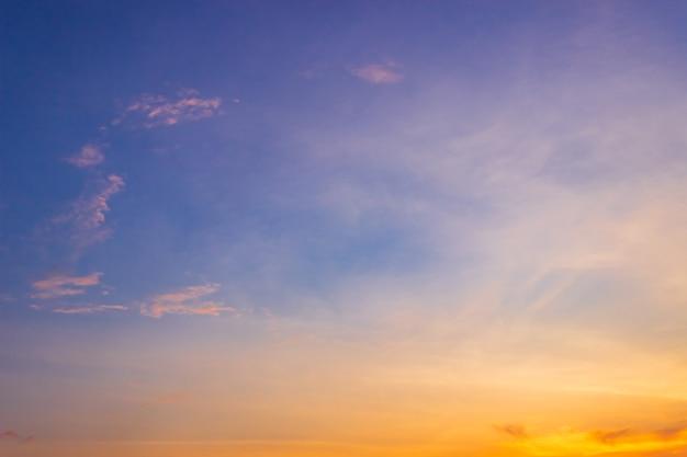 Céu noturno colorido pôr do sol