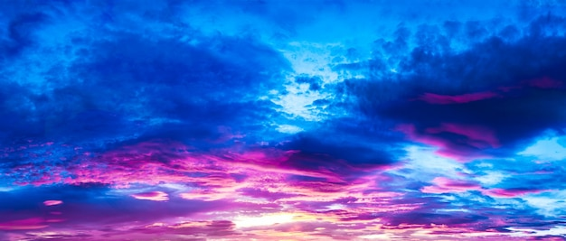 Céu nublado roxo