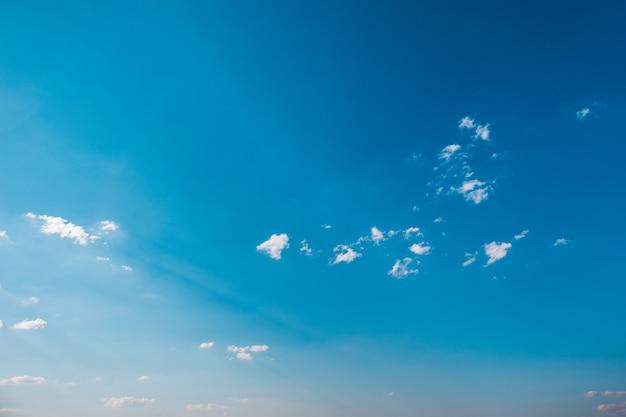Céu nuvens, céu com nuvens e sol