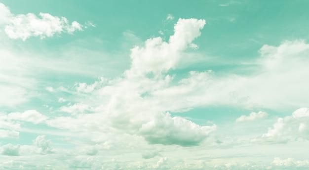 Céu retro e nuvens