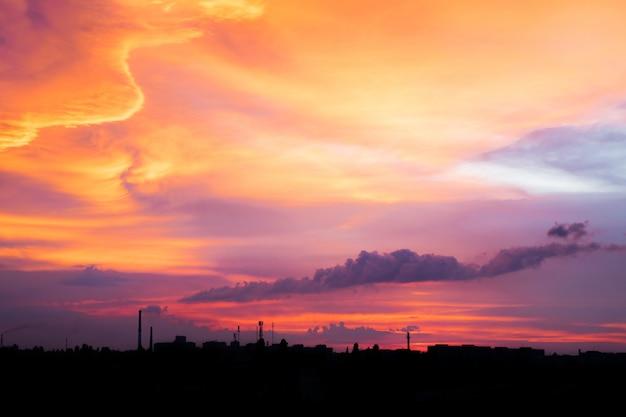 Céu roxo brilhante