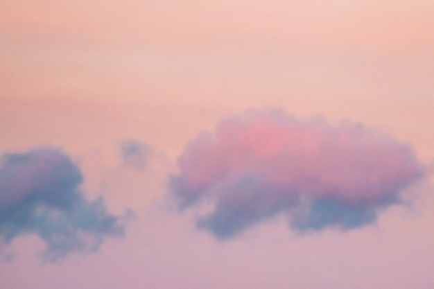 Céu vibrante em tons pastel