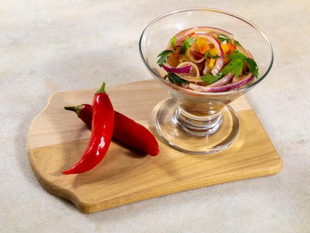 Ceviche de frutos do mar, prato típico do peru.