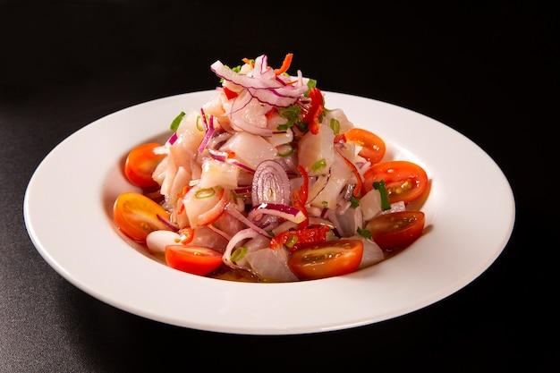 Ceviche de frutos do mar, prato típico do peru