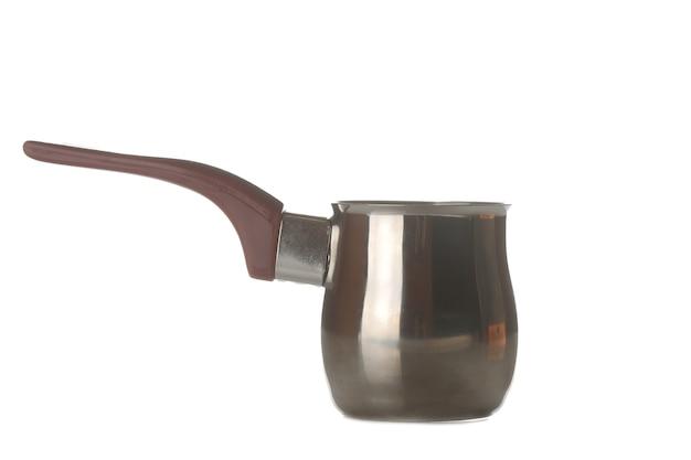 Cezve. acessórios para a preparação de café. em fundo branco isolado. fechar-se.
