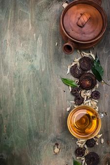 Chá chinês pu-erh pressionado diferente