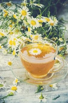 Chá com camomila. foco seletivo. comida e bebida.