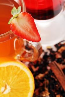 Chá com frutas frescas
