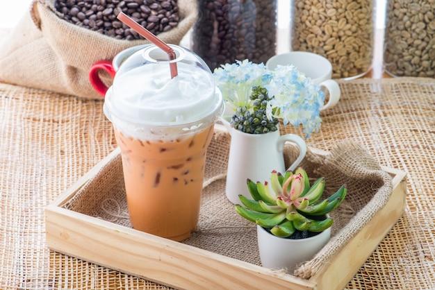 Chá com leite, bebidas deliciosas, cafés e refrigerantes