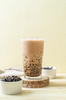 Chá com leite de taiwan com bolhas - bebida asiática popular