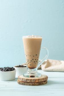 Chá com leite de taiwan com bolhas. bebida asiática popular