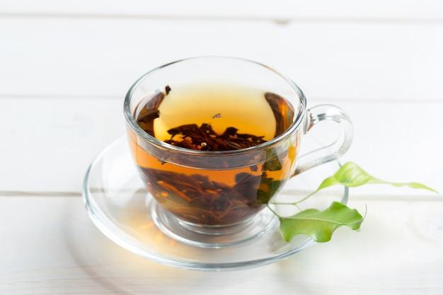 Chá da manhã na mesa