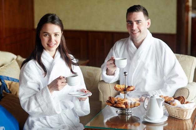 Chá da manhã no hotel