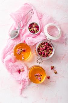 Chá de botões de rosa secos