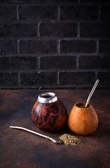 Chá de erva-mate com cabaça e bombilla