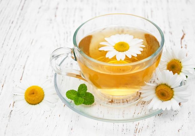 Chá de ervas com camomila