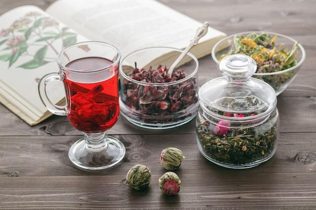 Chá de ervas com flores de malva