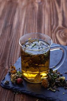 Chá de ervas e ervas secas