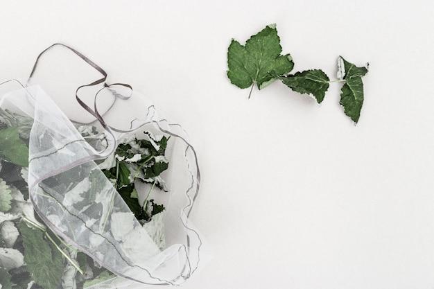 Chá de ervas naturais em sacos ecológicos reutilizáveis