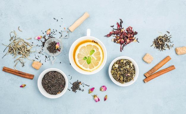 Chá de ervas natural com limão