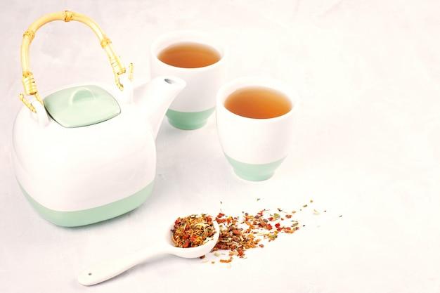 Chá de ervas saudável. antioxidante, desintoxicação, refrescante