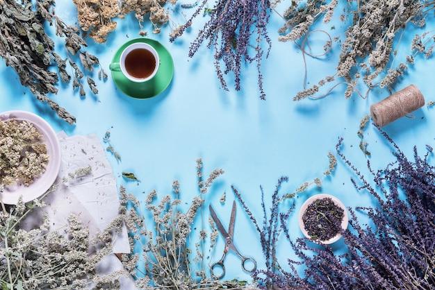 Chá de ervas secas ervas sábio nettle yarrow hortelã