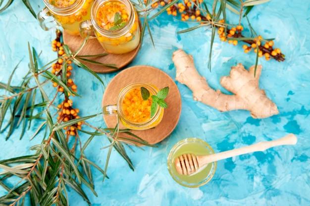 Chá de espinheiro com gengibre e mel, vitamina saudável. alimentos impulsionadores do sistema imunológico