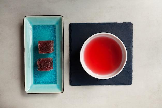 Chá de esquizandra e geléia de frutas
