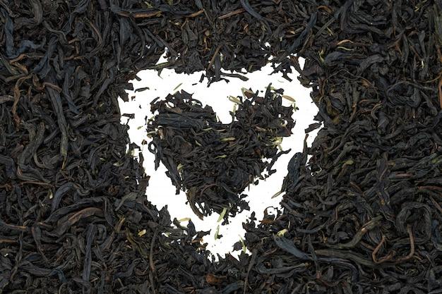 Chá de fireweed com erva de tomilho, em forma de coração, close-up.
